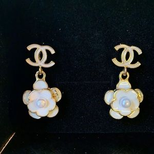 Chanel drop earrings!!